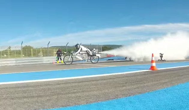 Watch a rocket-powered bicycle go 333km/h