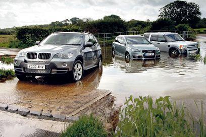 Audi Q7 vs BMW X5 vs Land Rover Discovery